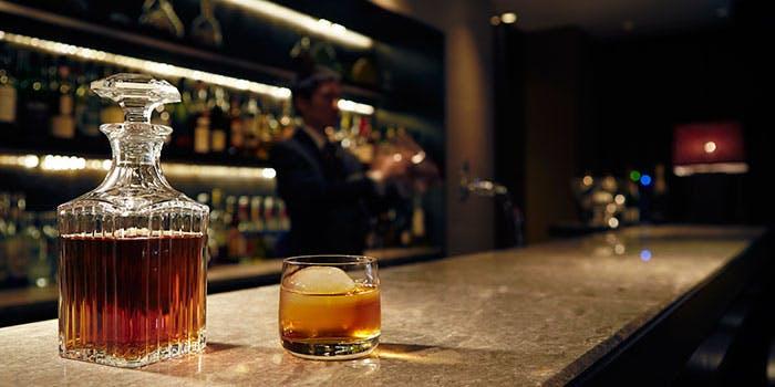 The Bay Lounge & Bar�^�n�C�A�b�g ���[�W�F���V�[ ���