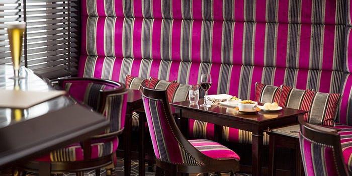 Bar & Cafe Camellia�^�����X�e�[�V�����z�e��