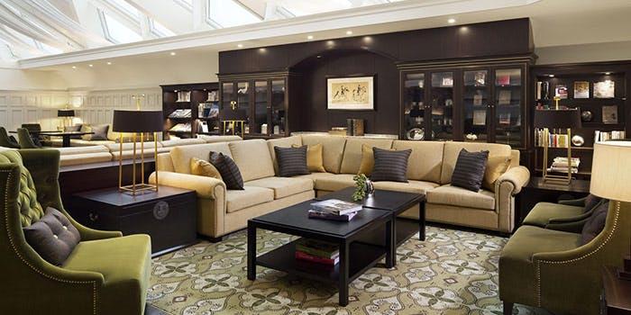 Guest Lounge Atrium�^�����X�e�[�V�����z�e��
