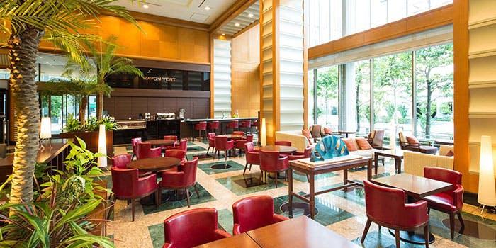 Rayon Vert Cafe�^�Z���X�e�B���z�e��
