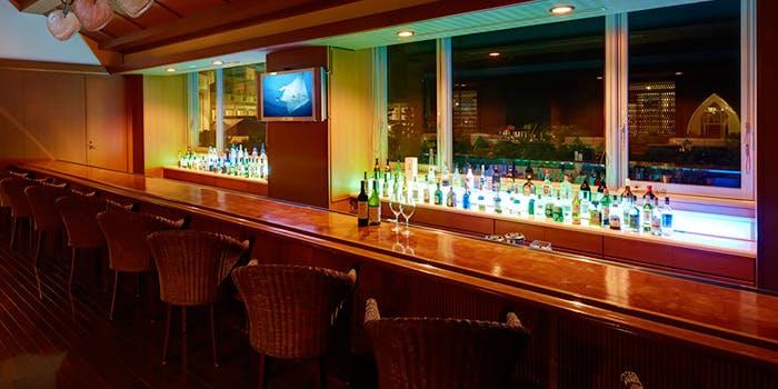 Tropics Lounge & Bar�^ANA�C���^�[�R���`�l���^���Ί_���]�[�g