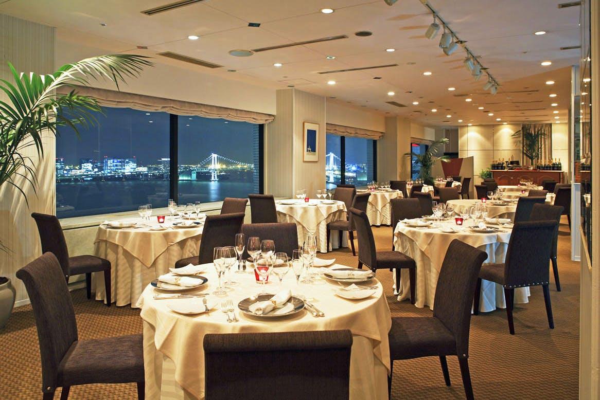 フレンチレストラン ベイサイド/ホテルアジュール竹芝