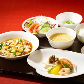 【1ドリンク付】麻婆豆腐と日替わりメニューが楽しめるお膳ランチ<平日>