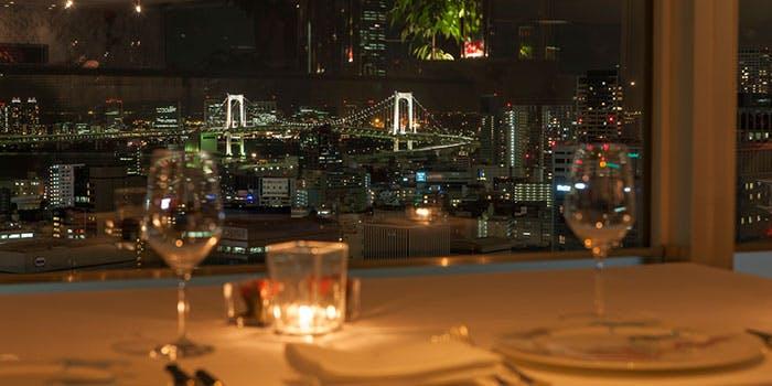 ザ・プリンス パークタワー東京ブリーズ ヴェールの夜景が見える席