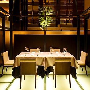 【朝食ミーティングに】個室料無料!1ドリンク&エッグベネディクト付きブッフェを半個室で!平日限定