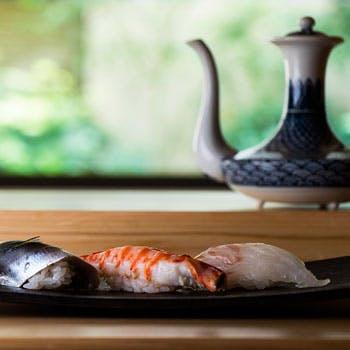 【寿司ランチ】1ドリンク付!先附、握り8貫、温物、細巻含む全6品「漣」コース 通常9,067円→7,700円