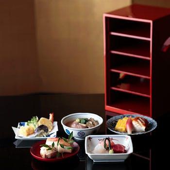 【お座敷個室の御昼食】五段弁当「季節の素材を五段のお重に詰めた、贅沢な御昼食」