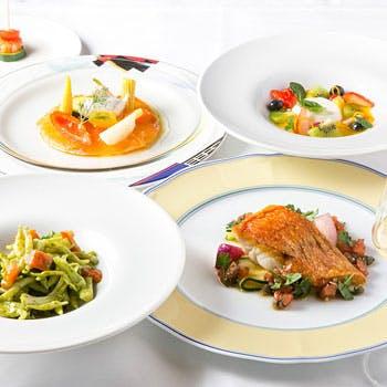 【料理のみ】キャビア、フォアグラ、オマール海老、牛フィレ肉、デザートまで豪華食材で優雅なランチコース