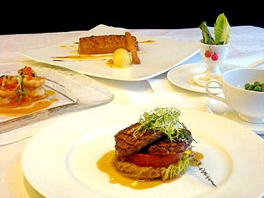 【パーティープラン】通常6,000円→5,400円!飲み放題付!サラダ、お魚・お肉料理など!ホテル24階で楽しむ