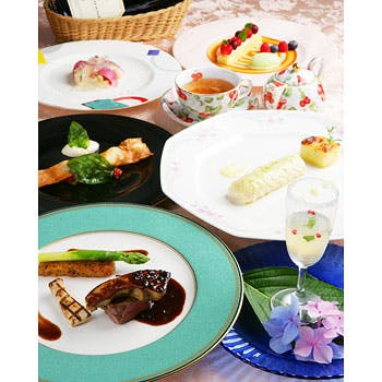 【一休限定】グラスシャンパン&ワインの2杯付!フォアグラ&特選牛フィレ肉のメイン、お魚料理など全5品!