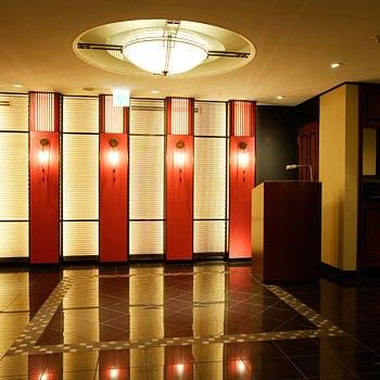 【お一人様2,376円】平日限定!リーガロイヤルホテル内で優雅にランチ!デザートも堪能できる全5品!