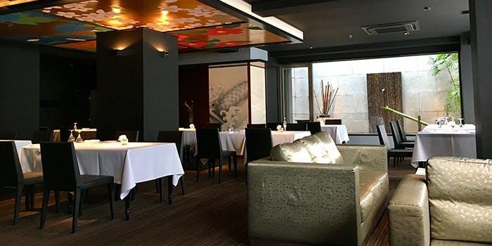 記念日コースが予約できる、デザイナーズホテル内にある「ブロンロネリ」の写真1