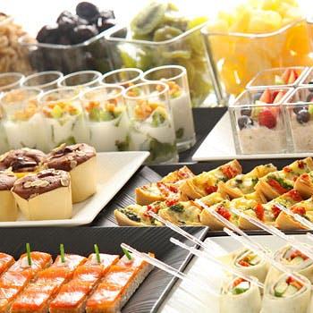 【通常料金】ホテル自慢の人気ブッフェ!常時50種以上のメニューを!デザートも充実!優雅なランチ平日