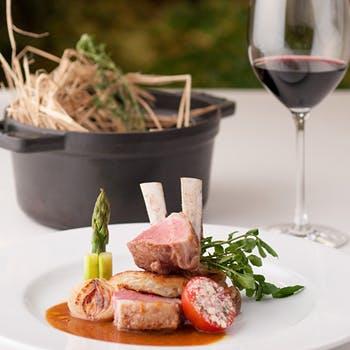 【アニバーサリー×選べるフルボトル】魚・肉料理のWメイン含む贅沢フレンチ 記念撮影も無料オプションで