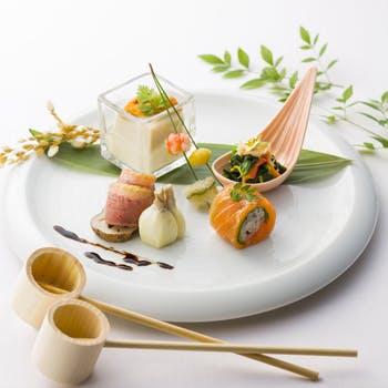 【正月限定1/1〜1/3】信州サーモン・奥丹波鶏の前菜、京都日吉豚のロースト、ほうじ茶のデザートなど全5品