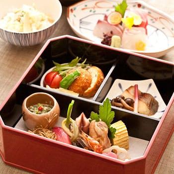 【縁高弁当】料理長おすすめ!旬のお造り、料理長おすすめの一品等 日本料理の粋を堪能