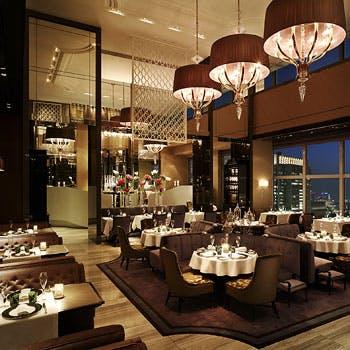 【グラスシャンパン付】シャンデリアきらめくホテル高層階のメインダイニング!前菜,パスタ,メイン全5品