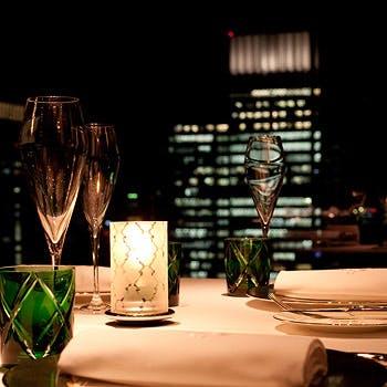 【窓側テーブル確約】人気の東京駅を見下ろせる窓側テーブルで夜景を楽しみながらいただく5品コース