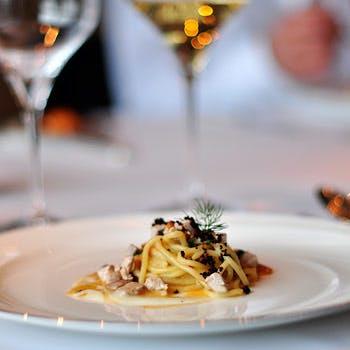 【グラスシャンパン付き】ホテル高層階でイタリアの味を凝縮した人気の5品コース 優雅なひと時を
