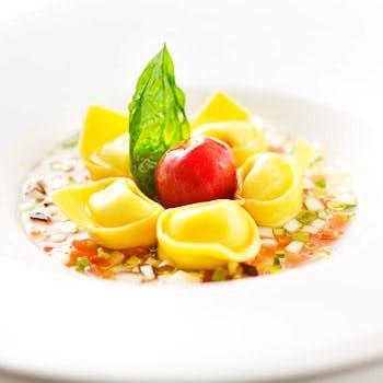 お好みのパスタが選べる4コースディナー!シャンデリアきらめくホテルの高層階で本格イタリアン!