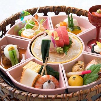 【一休限定ブランチ5049円→3500円】彩り鮮やかな七種料理を花形の籠に盛合せた御膳と銘酒含むお好きな1杯