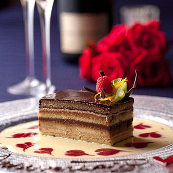 【記念日ランチ】乾杯スパークリングワイン&ミニケーキ付!記念日や誕生日におすすめなプラン