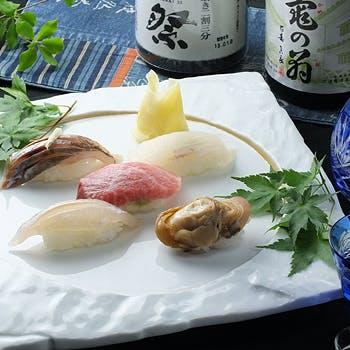 【春の味覚】お食事はおまかせ握り!季節の鮮魚のお造りや旬の焼魚等全6品のつまやか会席2ドリンク付き!