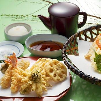 カウンターでもお楽しみ頂ける天ぷら定食 【さくら】