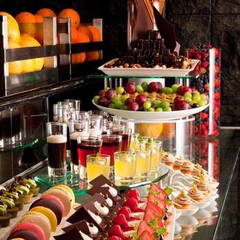 【土日祝11:30来店限定】ローストビーフや多彩な前菜など種類豊富な人気ブッフェ