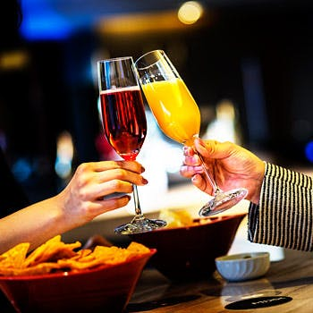 【月〜木曜×19時まで来店限定】ホテルの高層階でスパークリング等飲み放題&フードのガールズナイトプラン