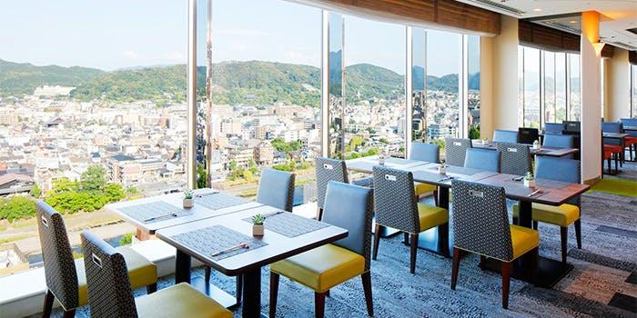 京都市役所付近から東山を一望!「 トップラウンジ オリゾンテ」の写真1
