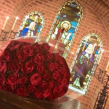 【最高のプロポーズを】メッセージプレート&「真実の愛」を意味するバラ40本、チャペルプロポーズプラン!