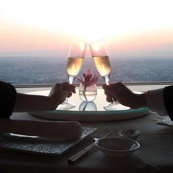 【窓側確約×記念日】きらめく横浜絶景に乾杯 スパークリングワイン・ケーキ・記念写真・バラ1輪付 9,500円