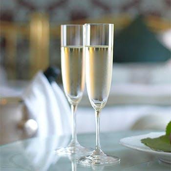 【北野ホテルで記念日】乾杯ドリンク&記念日ケーキ!選べるメイン+デザートなど全4品!<ランチセットB>