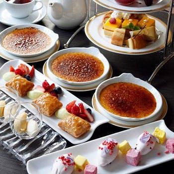 【お茶会ランチ】選べる1ドリンク付!かわいい20種のデザートを堪能!前菜4種+メインのお肉料理など