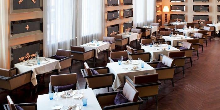 セントレジスホテル「ラ ベデュータ」の内観写真
