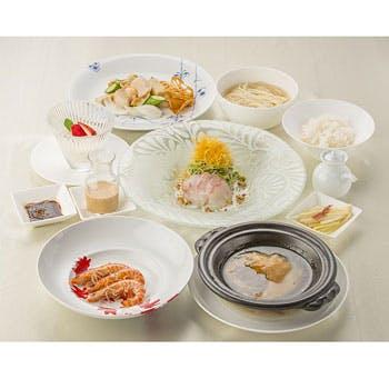 【土日祝限定×ランチコース】選べるお食事、フリーチョイスデザートなど!幅広く様々なお料理を堪能