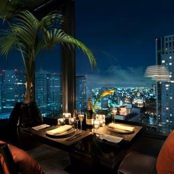 【夜景・窓際確約・乾杯スパークリング付き】最上階レストランディナー8000円