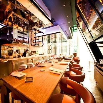 【エリア貸切】お料理7品+デザート ビール・カクテル含む30種以上飲放題付!ラウンジ貸切立食パーティー