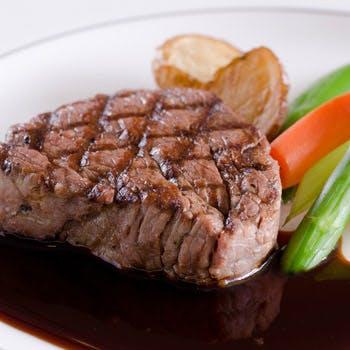 【タイムセール】牛フィレ肉ステーキ、約35種サラダ・デザートバー、1ドリンク&お土産付 <平日限定>