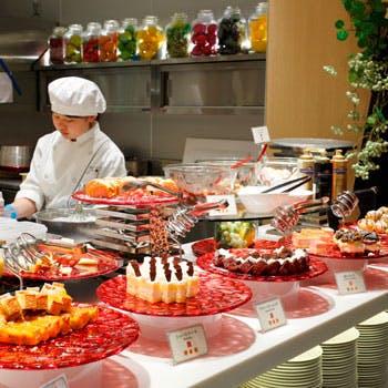 土日祝×ランチ3部(15:15〜)限定!人気のグリル料理を含む和洋中約150種ブッフェ 通常4280円→4000円!