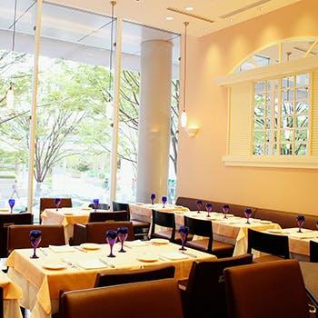 【プチ贅沢ランチ】けやき坂沿いのおしゃれな空間で!前菜3種盛り・選べるメイン・デザート・カフェ付!