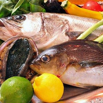 【日・祝限定/7名様〜】グラスワイン付!海の幸と極上ステーキを満喫する<魚介ディナーコース>