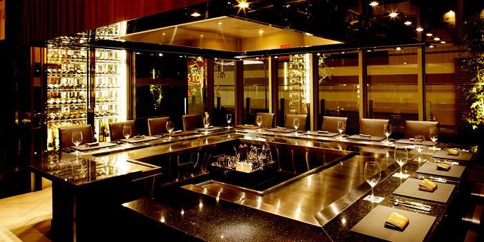 ホテルトラスティ大阪阿倍野「テラスカフェ&バー・鉄板焼 凛庭」の内観写真