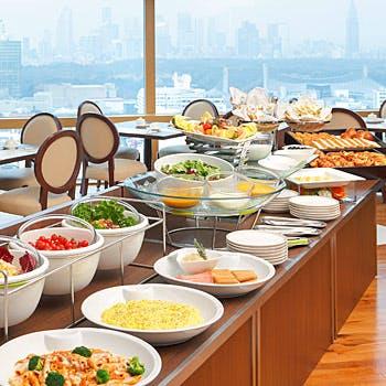 【個室確約】室料込みでお得!ホテル最上階から朝の爽やかな景色を眺めながら約50種のブッフェを堪能