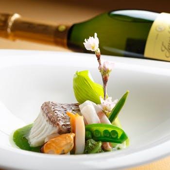 【窓際確約×10月限定】シェフの秋の特別コースとシャンパン&ワインをフリードリンクでゆっくり味わう