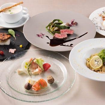 【一休限定】スパークリング含むフリーフロー2時間!フォアグラ寿司・国産牛フィレ肉を含む6品フルコース