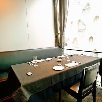 【窓際半個室選択可】乾杯酒 +彩り前菜6種盛り・メインとデザートは5種から選べるプリフィクス全5品