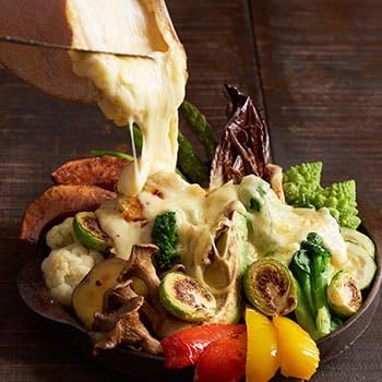 【テラス席×2.5時間飲み放題付!】牛肉カツレツや苺とマスカルポーネのティラミスなど冬のチーズプランA
