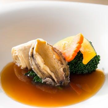 北京ダック、ふかひれ、アワビなど豪華食材をお楽しみいただける全8品 〜白虎〜